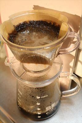 コーヒーをドリップコーヒーを淹れる